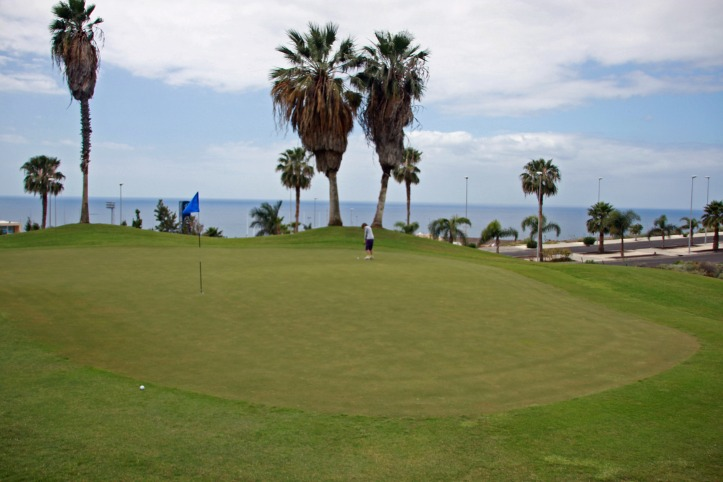 Hole_3_Los_Lagos_golf_-_panoramio